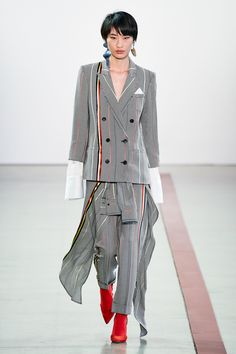 Hellessy Fall 2019 Ready-to-Wear Fashion Show - Vogue New York Fashion, Fashion Brand, Fashion Show, Womens Fashion, Fashion Design, Fashion Suits, Vogue Fashion, Fashion 2020, Fashion Styles
