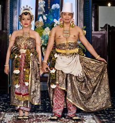 Indonesia: Princess Princess Gusti Kanjeng Ratu Hayu, also known as Hayu, and Prince Noton. Traditional Fashion, Traditional Dresses, Traditional Wedding, Javanese Wedding, Indonesian Wedding, Royal Wedding Gowns, Royal Weddings, Wedding Dress, Best Man Wedding