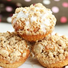 Healthier greek yogurt cinnamon coffee cake muffins recipe with brown sugar crumble topping. Delicious coffee cake muffins are great for breakfast!
