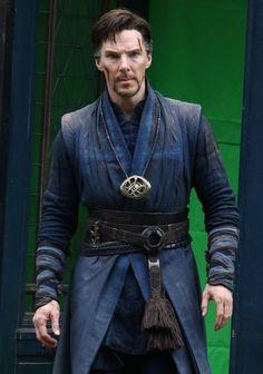 benedict-cumberbatch-doctor-strange-in-costume-04.jpg;  719 x 1024 (@86%)