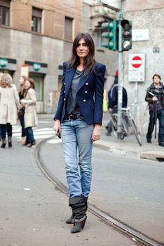 Navy blazer // grey tee // jeans