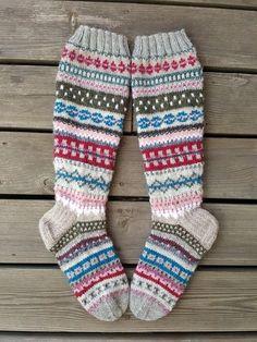 Mukaillut anelmaiset, ei nauho Wool Socks, Knitting Socks, Baby Knitting, Knitting Designs, Knitting Projects, Knitting Patterns, Crochet Shoes, Knit Crochet, Best Baby Socks
