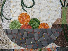 The mosaic represents making beautiful things from scrap or broken stuff. What you make depends on what you find, but also what you encounter, or what you break yourself. It more or less determines the content of the mosaic, but not the configuration and composition. From Thieme Hennis
