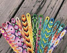 37 Beautiful Threaded Anklet Designs – Love Your Ankle Yarn Bracelets, Diy Friendship Bracelets Patterns, Embroidery Bracelets, Summer Bracelets, Bracelet Crafts, String Bracelets, Gold Bracelets, Braclets Diy, String Bracelet Patterns