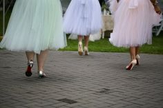 How adorable are these bridesmaids' pastel tulle skirts?!