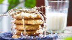 Kaurakeksit ovat helppo ja nopea tehdä, koska taikina vain sekoitetaan. Tämäkin resepti vain n. 0,05€/annos*. Caramel Apples, Pie, Cookies, Sweet, Desserts, Food, Pinkie Pie, Tailgate Desserts, Biscuits