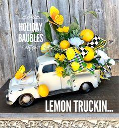 Brighten your Summer Decor 🍋🍃🌼 Decor Crafts, Diy And Crafts, Topiary Centerpieces, Red Truck Decor, Lemon Wreath, Farmhouse Decor, Southern Farmhouse, Summer Wreath, Home Decor Accessories