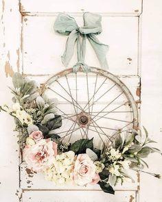 Diy Wreath, Door Wreaths, Snowman Wreath, Wreath Making, Bicycle Wheel Decor, Bike Wheel, Deco Nature, Ideias Diy, Deco Floral