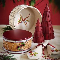 2012 Longaberger Collectors Club Christmas Drum Basket with woodcrafts lid