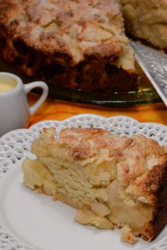 Irish apple cake, or sometimes called a Kerry apple cake,is a wonderful dessert. Almost bread like. It is light and moist with a beautiful sweetness that the apples make. It is served with a decadent custard sauce. Irish Desserts, Irish Recipes, Just Desserts, Scottish Recipes, Food Cakes, Cupcake Cakes, Cupcakes, Irish Apple Cake, Cake International