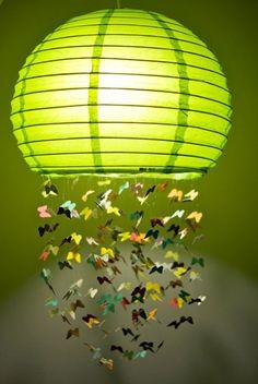 Luminária de papel de arroz com móbile de borboletinhas!