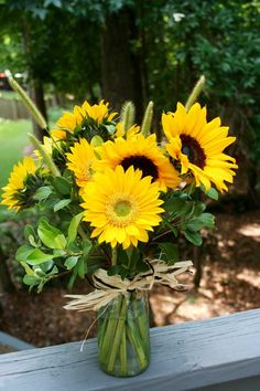 sunflowers as centerpieces on the burlap runners