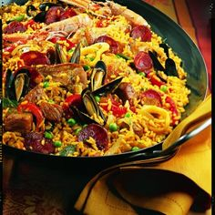 Portuguese Recipes 26854 La paella d'Adrienne Greek Recipes, Rice Recipes, Cooking Recipes, Vegan Recipes, Spanish Dinner, Spanish Paella, La Paella Recipe, Salmon Recipes, Seafood Recipes