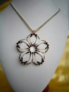 - I traced back through several postings of this photo but could not find the originator. I would also love to know who and how this beautiful necklace was made. Jewelry Crafts, Handmade Jewelry, Beaded Necklace, Beaded Bracelets, Pendant Necklace, Beaded Jewelry Patterns, Seed Bead Jewelry, Seed Beads, Beads And Wire