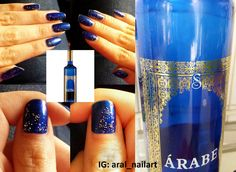Manicura inspirada en una botella de vino Primavera Árabe