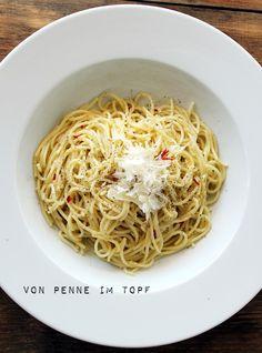 Penne im Topf: Spaghetti aglio olio - Pasta mit Knoblauch und Öl