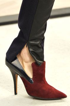 posh leather leggings unzipped at the ankle are perfect for drawing attention to a bold pair of shoes