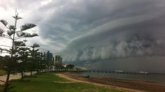 storm rolls in at Woody Point, Redcliffe. Great shelf cloud!