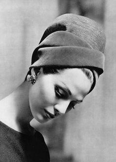 Lanvin-Castillo: Turban of silver wire mesh and raspberry velvet (hidden is the jewelled clip in back).  Photo: Roland de Vassal, 1962.