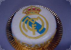 TARTA REAL MADRID Tarta Real Madrid, Birthday Candles, Birthday Cake, Desserts, Tarts, Tailgate Desserts, Birthday Cakes, Deserts, Dessert