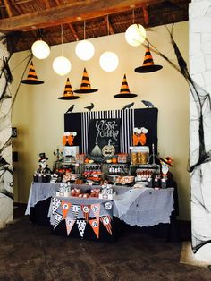 Halloween Party Halloween Party Ideas & Your doorstep will be the talk of the town with this too-cute-to ... pezcame.com