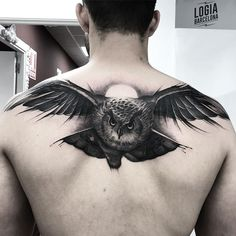 50 bird tattoo ideas- Owl tattoo on the back. Performed by the tattooist Jas in the tattoo studio Logia Tattoo Barcelona. Owl Tattoo Back, Owl Tattoo Chest, Arm Tattoo, Sleeve Tattoos, Back Tattoo Men, Owl Tattoo Drawings, Tattoo Sketches, Owl Tattoo Design, Tattoo Designs Men