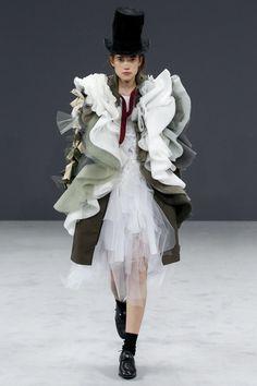 Viktor & Rolf - Autumn/Winter 2016-17 Couture - Paris (Vogue.co.uk)