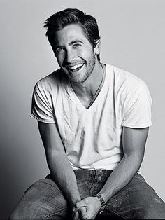 """Jake Gyllenhaal (born December is an actor best known for his roles in """"October Sky"""" and """"Donnie Darko."""" He is the brother of actress Maggie Gyllenhaal. See more about Jake Gyllenhaal here. Pretty People, Beautiful People, Actrices Hollywood, Raining Men, Actors, Celebs, Celebrities, Attractive Men, Famous Faces"""