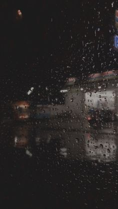 Cozy Aesthetic, Night Aesthetic, Aesthetic Movies, Aesthetic Videos, Rainy Wallpaper, Funny Iphone Wallpaper, Rain Photography, Summer Photography, Instagram Feed Ideas Posts
