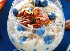 When it comes to the game of weight loss, metabolism is the star player. These easy, healthy overnight oat recipes stacked with metabolism boosting ingredients