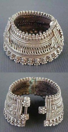India Old Silver Hinged Anklet Or Bracelet Probably From Maharashtra. First Half Of Century By Juhi Shah Silver Jewellery Indian, Pakistani Jewelry, Ethnic Jewelry, Silver Jewelry, Silver Ring, Silver Bands, Silver Earrings, Boho Mode, Anklet Designs