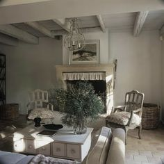 Ruffle on the fireplace, Olive branches