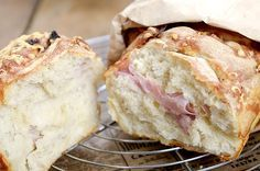 Stablebrød med ost og skinke I Love Food, Good Food, Dinner Recipes, Food And Drink, Cheese, Baking, Eat, Bread Making, Patisserie