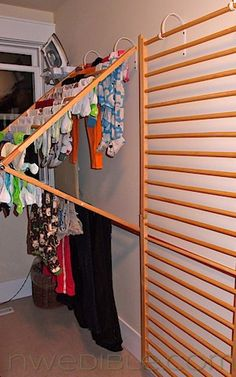 Baby gates into laundry drying racks. Now THIS is totally clever! (pinned to upcycled stuff and hh laundry boards) I think this would work SO well, perfect use of old baby gates, and with a minimum of effort. Great for small spaces Drying Rack Laundry, Clothes Drying Racks, Clothes Hanger, Wall Mounted Drying Rack, Hanging Clothes, Hanging Racks, Wall Mounted Clothes Dryer, Clothes Storage, Mur Diy