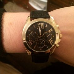 Black and Gold Watch⌚️ Faux leather band. Medium/Large face. Black and Gold. NWT Charlotte Russe Accessories Watches