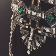327 отметок «Нравится», 1 комментариев — Monisha Jaising (@monishajaising) в Instagram: «A crystal and emerald cocktail. #monishajaising #monishajaisingcouture #monishajaisingwoman…»