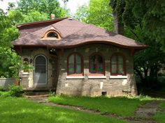 Awesome Airbnb Rentals in Milwaukee: Riverwest Hobbit House Upper Apt.