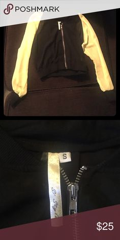 Black and yellow see-through zipped up blouse This blouse is super stylish with Jeanie sleeves si stybe Tops Blouses