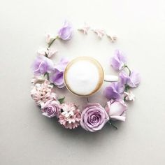 Japanese woman creates visual diary of coffee that will be appreciated by coffee lovers. Sawa used to starts her day with a cup of coffee. Coffee Art, Coffee Cups, Jeanne En Provence, Coffee Flower, Visual Diary, Japanese Artists, Belle Photo, Design Crafts, Diy Art