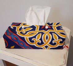 Très facile à réaliser. J'ai doublé cette boîte avec un coton épais pour qu'elle ait plus de tenue. Ramadan Activities, Ramadan Crafts, Ramadan Decorations, Ramadan Mubarak, Dramatic Play, Diy And Crafts, Creations, Sewing, Art Work