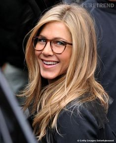 Celebs Who Look Gorgeous In Glasses Jennifer Aniston looks sophisticated in her stylish specs!Jennifer Aniston looks sophisticated in her stylish specs! Jennifer Aniston Haar, Peinados Jennifer Aniston, Jennifer Aniston Haircut, Jennifer Aniston Glasses, Sunglasses For Your Face Shape, Corte Y Color, Great Hair, Looking Gorgeous, Gorgeous Hair