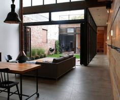 industrial bachelor home in Brooklyn Steve Burns' Brooklyn bachelor pad is a square foot studio-style residence designed by Mesh Architecture.Steve Burns' Brooklyn bachelor pad is a square foot studio-style residence designed by Mesh Architecture. Casa Atrium, Interior Architecture, Interior And Exterior, Interior Ideas, Architecture Courtyard, Installation Architecture, Minimalist Architecture, Interior Garden, Interior Modern