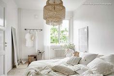 Jag anbefaler å få tak i en Crawfordlampe mens de finnes, den er fin i soverommet.