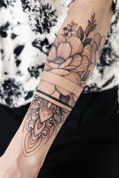 Tattoodo - Wounderbar - tattoo old school tattoo arm tattoo tattoo tattoos tattoo antebrazo arm sleeve tattoo Tattoo Band, Forearm Band Tattoos, Forarm Tattoos, Foot Tattoos, Flower Tattoos, Body Art Tattoos, Girl Tattoos, Small Tattoos, Arabic Tattoos