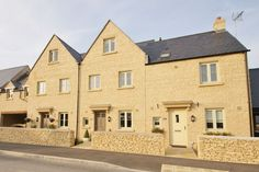 House to rent in Cirencester, Gloucestershire - £995pcm. A well presented three double bedroom house offering a surprising amount of spacious and flexible living accommodation. The property comprises large living room, kitchen/diner, cloakroom and ensuite. Further benefits include a fully enclosed rear garden and garage.