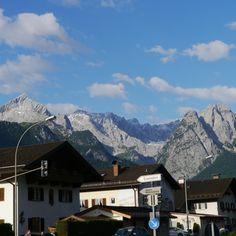 Die Alpspitze ist ein 2628 m hoher Berg im Wettersteingebirge. Als Wahrzeichen von Garmisch-Partenkirchen gilt der pyramidenförmige Gipfel als eine der bekanntesten und schönsten Berggestalten der Nördlichen Kalkalpen. Vor allem seit der AlpspiX gebaut worden ist. Der gerne auch von Tourist in Garmisch-Partenkirchen für die Zugspitze... #alpspitze #alpspix #garmischpartenkirchen