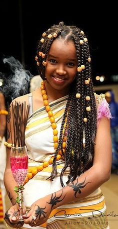 """A Somali girl at a wedding. She wears the traditional Somali dress called a """"guntiino"""" as well as amber across her torso and in her hair. Her arms, adorned with henna, carry incense. Amber has importance in Somali culture and is typically worn by females. African Beauty, African Women, African Fashion, We Are The World, People Of The World, Beautiful Children, Beautiful People, Beauty Around The World, World Cultures"""