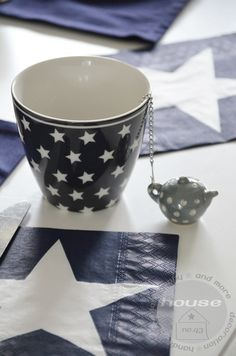 ღ Love Stars, Stars And Moon, Chocolate Cafe, Coffee Cups, Tea Cups, Reaching For The Stars, Twinkle Twinkle Little Star, Change Is Good, Cute Mugs