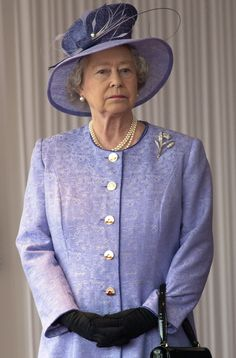 12 Queen Elizabeth Facial Expressions Every Grandma Can Relate To