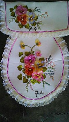 This Pin was discovered by Sev Embroidery Bags, Creative Embroidery, Hand Embroidery Stitches, Silk Ribbon Embroidery, Embroidery Patterns, Cloth Flowers, Fabric Flowers, Owl Bathroom, Diy And Crafts